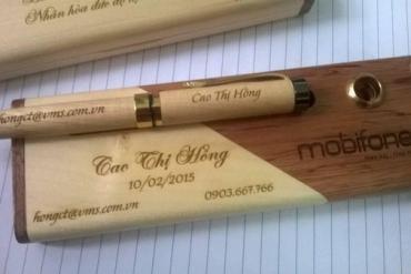 Khắc tên lên bút kim loại  nhanh chóng, chuyên nghiệp tại quà tặng Phú Mỹ