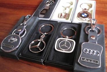 Thiết kế móc khóa làm quà tặng cho khách hàng